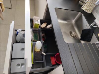 rangements sous évier avec poubelle