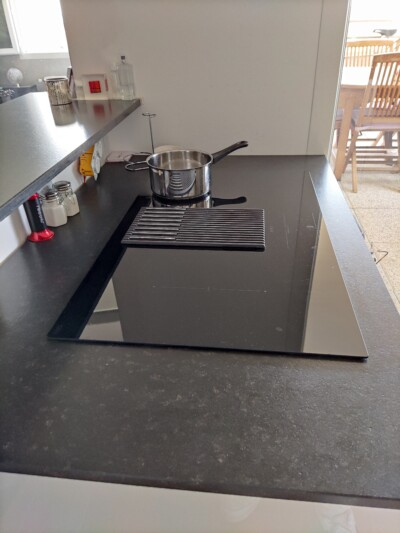 table de cuisson elica avec hotte et balance intégrées